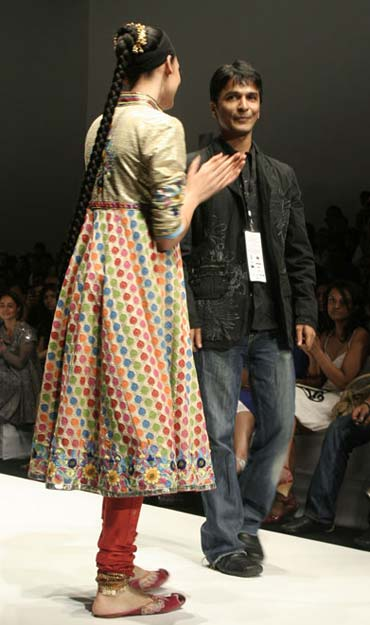LIVE! Lakme Fashion Week on Rediff ZaraBol