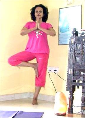 Vrkasana (Tree pose, simple version)