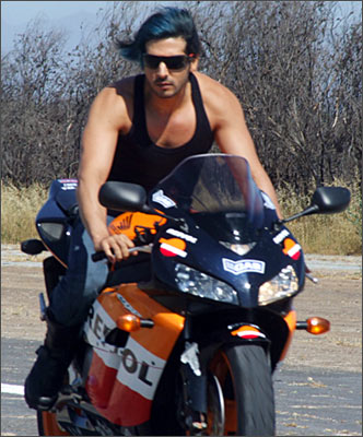 zayed khan wikipedia