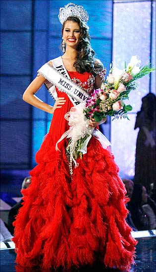 Stefania Fernandez after being crowned Miss Universe 2009