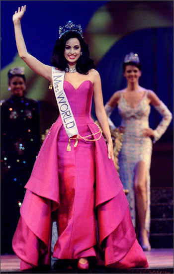 Another Osmel Sousa protege, Miss Venezuela Jacqueline Aguilera Marcano, 19, waves after being crowned Miss World in the 1995 Miss World Pageant Contest