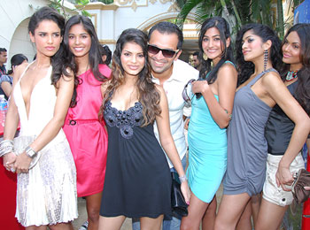 A glam launch for the Kingfisher Calendar 2010