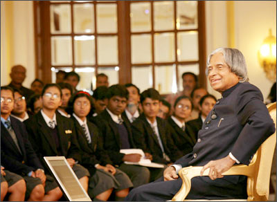 President Dr A P J Abdul Kalam interacting with the students of various schools of New Delhi at Rashtrapati Bhavan on the eve of Republic Day on January 25, 2007