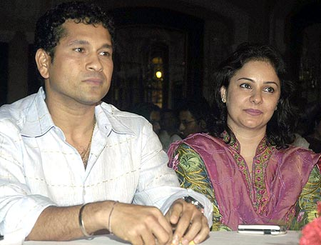 dhoni and sakshi age gap relationship