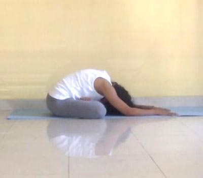 The yogamudrasana relieves tension knots.
