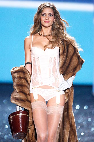 Pantyhose celebrities: Ana Beatriz Barros in stockings :  shopping supermodel business clothing