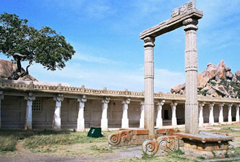 The Muruga Matha was built in honour of a renowned guru of the Veershaivas also known as Lingayats.