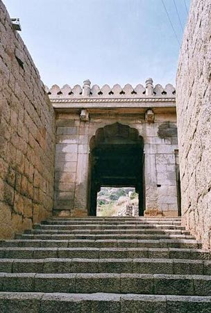 Chitradurga Fort has 19 gateways, 38 posterior entrances, watchtowers, water tanks and quite a few temples.