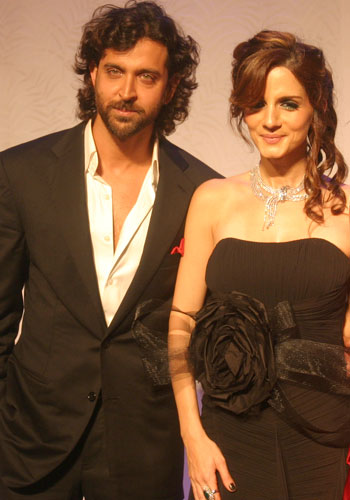Hrithik, Dia set the mercury soaring at Couture Week