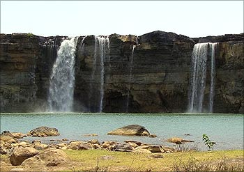 Chitrakot Falls is comparable to the Niagara Falls during the monsoons