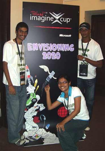 Team Kola:  Koushik Vaidhinathan (R), Lalitha Ashok, Kiran Kumar