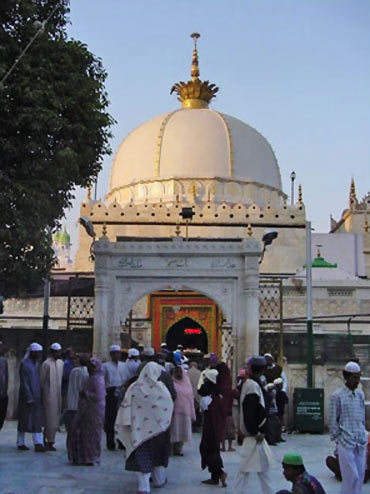 Eat pray love indias most popular pilgrimages rediff getahead ajmer sharif dargah thecheapjerseys Image collections