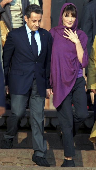 President Nicolas Sarkozy and Carla visit the Fatehpur Sikri dargah, December 5