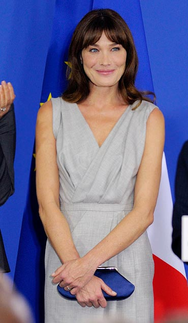 Carla listens to President Sarkozy deliver a speech to the French community in New Delhi, December 6