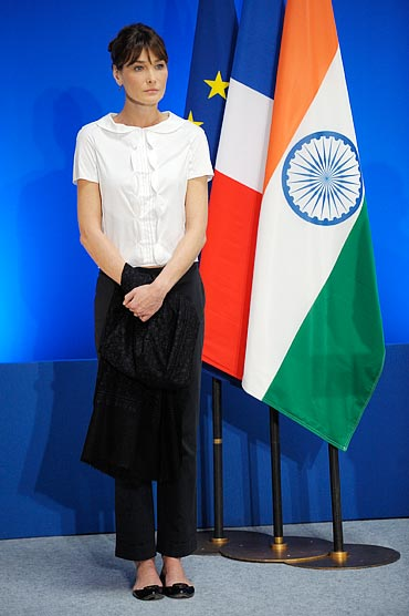 Carla attends a ceremony in tribute to the victims of the 2008 terror attacks in Mumbai, December 7