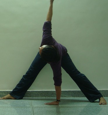 Trikonasana (Triangle): Basic version