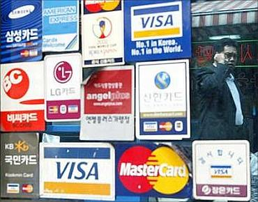 Should you opt for balance transfer on credit cards?