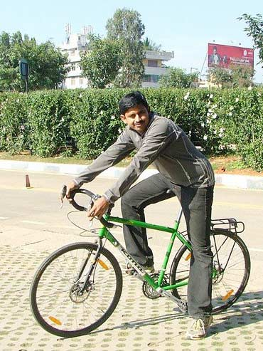 Shree Kumar is a software engineer who likes to cycle across India