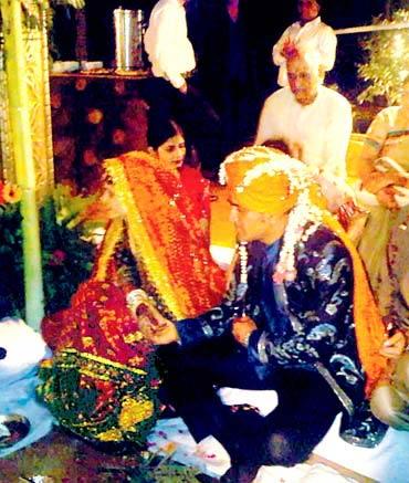 Celeb marriages: Dhoni's happy ending