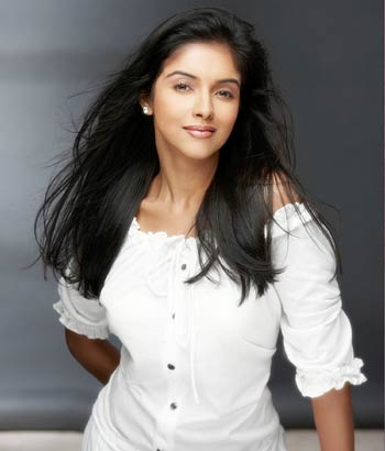 Asin, the Ghajini girl