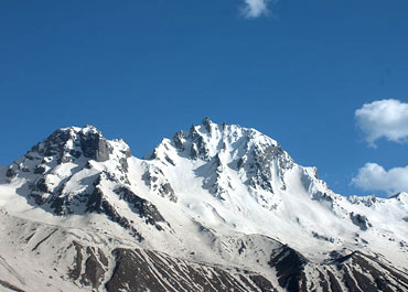 Dhodu (in middle) and adjacent peak with Dhodu cha Guncha in the background (far right)