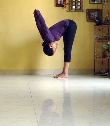Padahastasana (Advanced version)