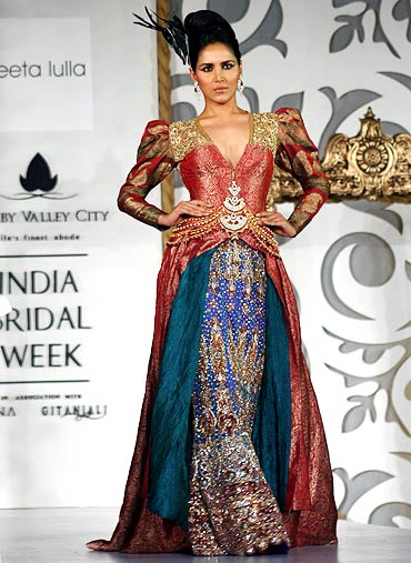 PIX: Bollywood hotties sizzle on the catwalk - Rediff Getahead