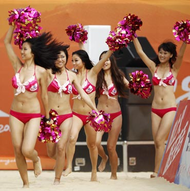 chinese cheerleaders up asian games hot quotient
