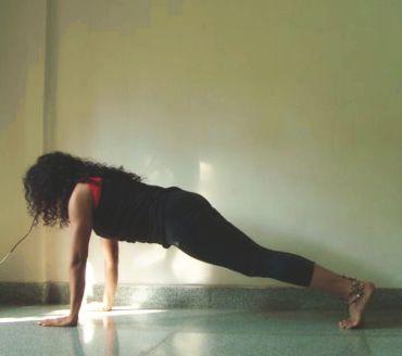 Setuasana (Plank pose)