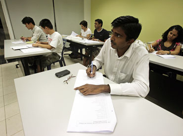Indian students learn Mandarin in Singapore