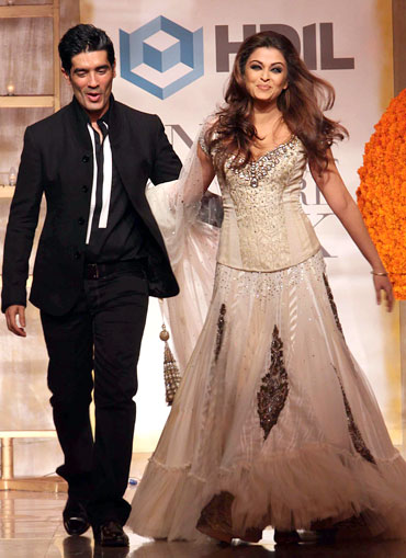 631eb2e034bc5 Manish Malhotra and Aishwarya Rai Bachchan walk the ramp at HDIL India  Couture Week