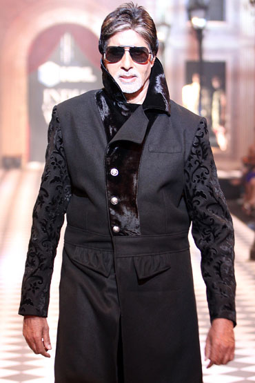 Amitabh Bachchan for Karan Johar and Varun Bahl at HDIL India Couture Week