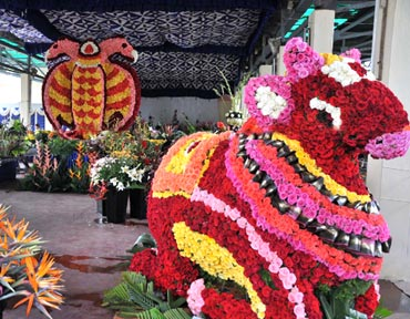 Fruit, vegetable carvings and flower arrangements here are sight to behold.