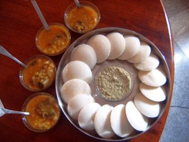 Idlis are not high in fat content, but they're low on fibre and may lead to hunger pangs soon after