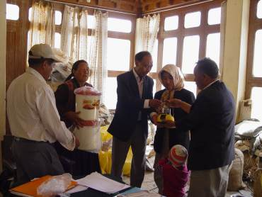 Distribution of Boond kits by NGO Skitpo in Ladakh after the floods