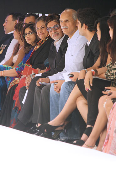Amitabh and Jaya Bachchan at Nachiket Barve show