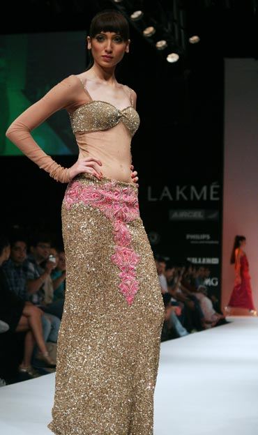 A model in an Arpan Vohra collection
