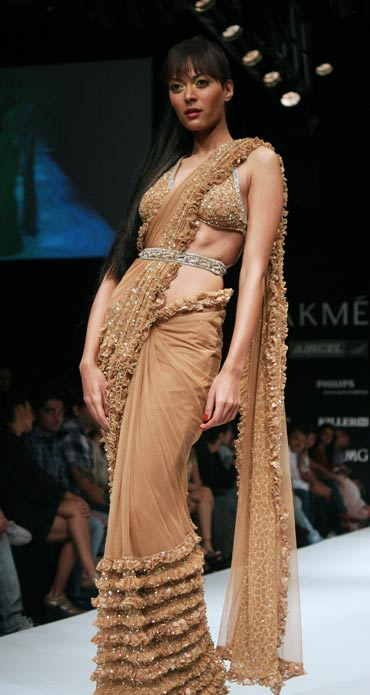 A model in an Arpan Vohra creation
