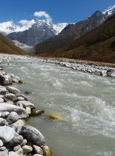 The Pushpavati is one of the cleanest mountain rivers though it is milky with silt.