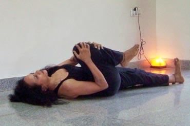 Supta pawan muktasana (Lying energy release pose)