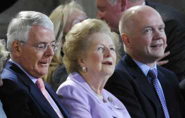 (L-R)John Major, Margaret Thatcher and William Hague await Pope Benedict at Westminster Hall