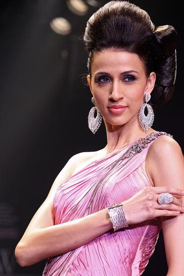 Alesia Raut for Dwarkadas Chandumal Diamonds