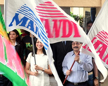 Aditi Gowitrikar flagging off the Mandi 2011