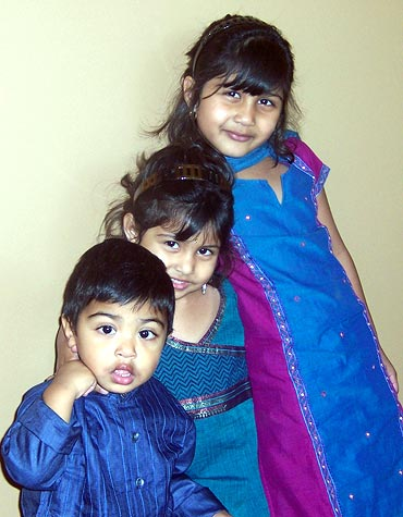 (L-R) Aayaan, Disha and Diya Roy