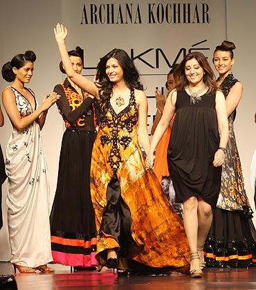 Designer Archana Kochhar (right) with her showstopper Ankita Shorey Pantaloons Femina Miss India International 2011.
