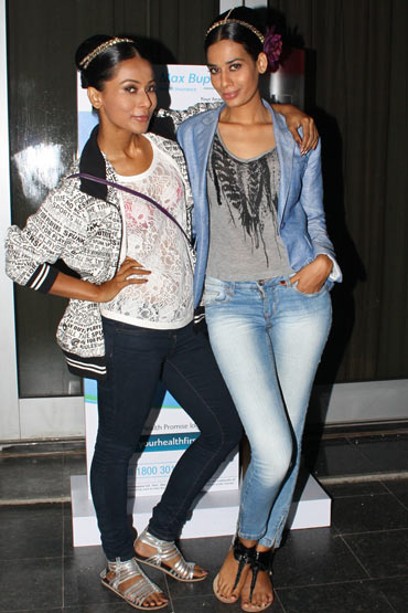 Models Ushoshi Sengupta and Surjeet Kaur strike a pose for us in the lobby between showings