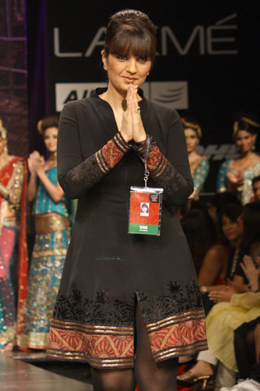 Neeta Lulla at the close of her LFW showing