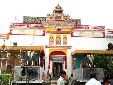 Sharana Basveshwara Temple, Gulbarga