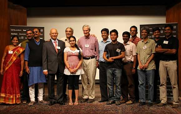 Award winners from left: Pournima and Rajendra Kerkar, Daulat Singh Shaktawat, Hemendra Kothari, Chairman, DSP BlackRock, Bittu Sahgal, Editor, Sanctuary Asia, Aishwarya Sridhar, Dr George Schaller, Praveen Pardeshi, Principal Secretary (Forests), Maharashtra, Tengbat Sangma, P Suresha, Satyabhama Das Biju, Shekar Dattatri, Ramnath Chandrashekhar and Gerrard Martin