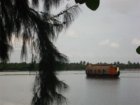 A houseboat sailing in Vembanad Lake